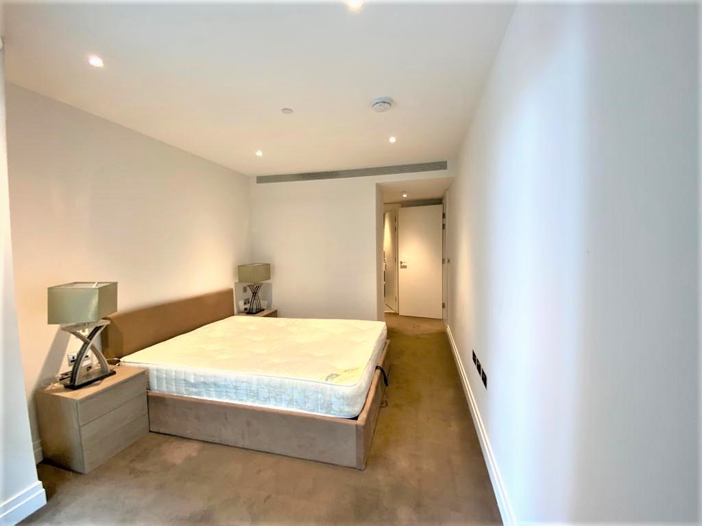 2 bed flat to rent in Riverlight Quay, London 5
