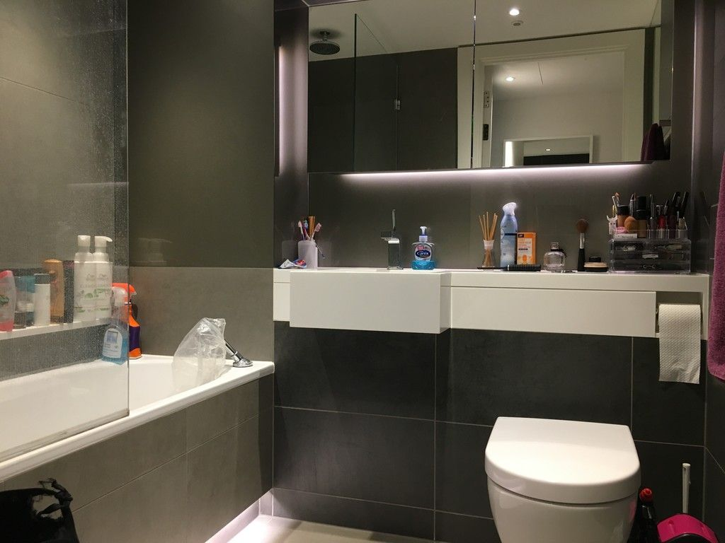 2 bed flat to rent in Riverlight Quay, London 9