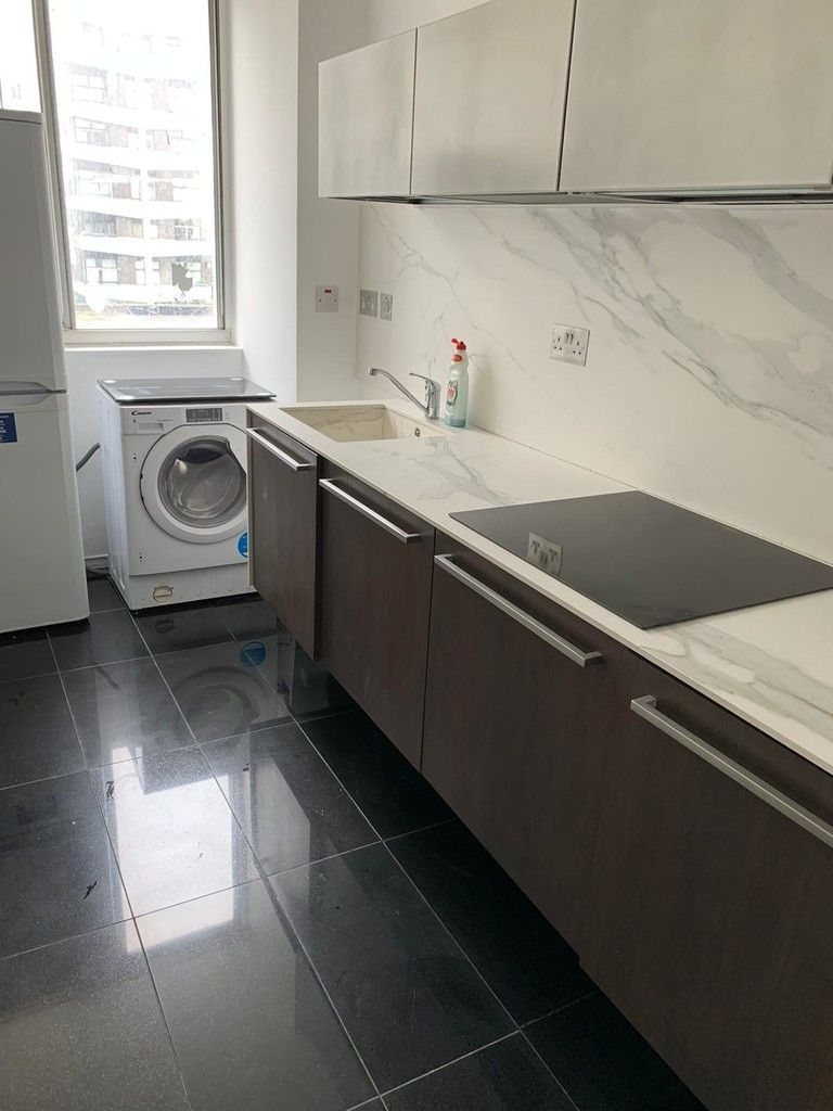 2 bed flat to rent in Quadrangle Tower 2