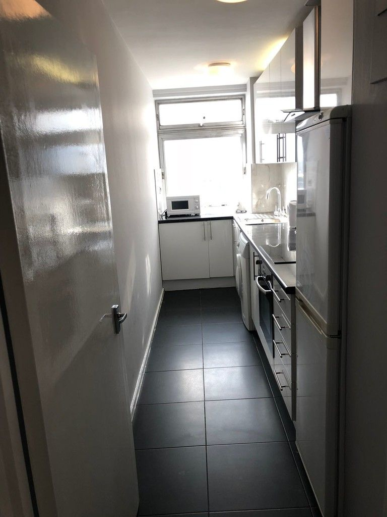2 bed flat to rent in Porchester Place, London 7