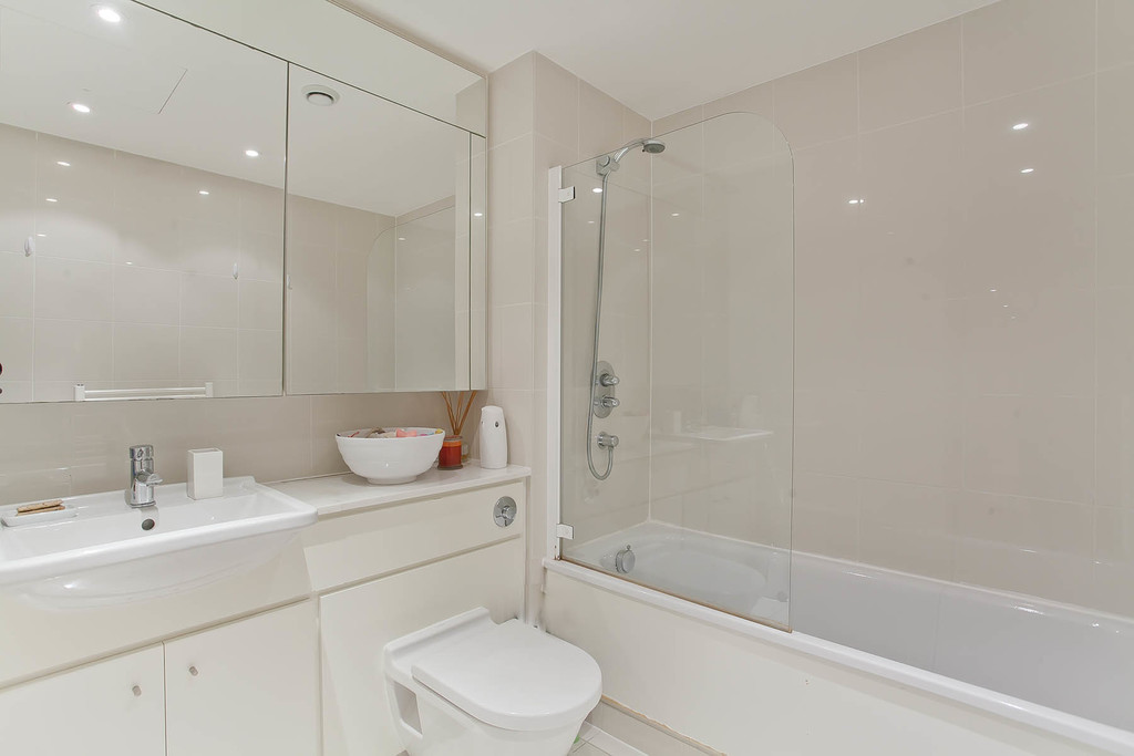 3 bed flat for sale in Cavendish House, Monck Street, London 8