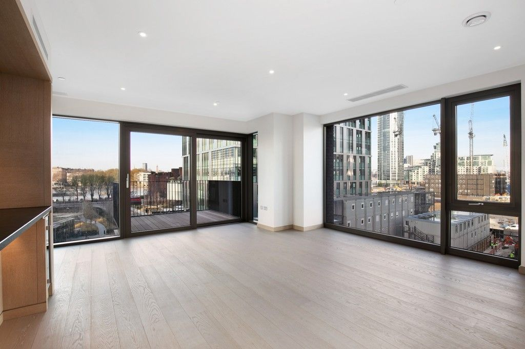 2 bed flat to rent in New Union Square, Embassy Gardens, SW11