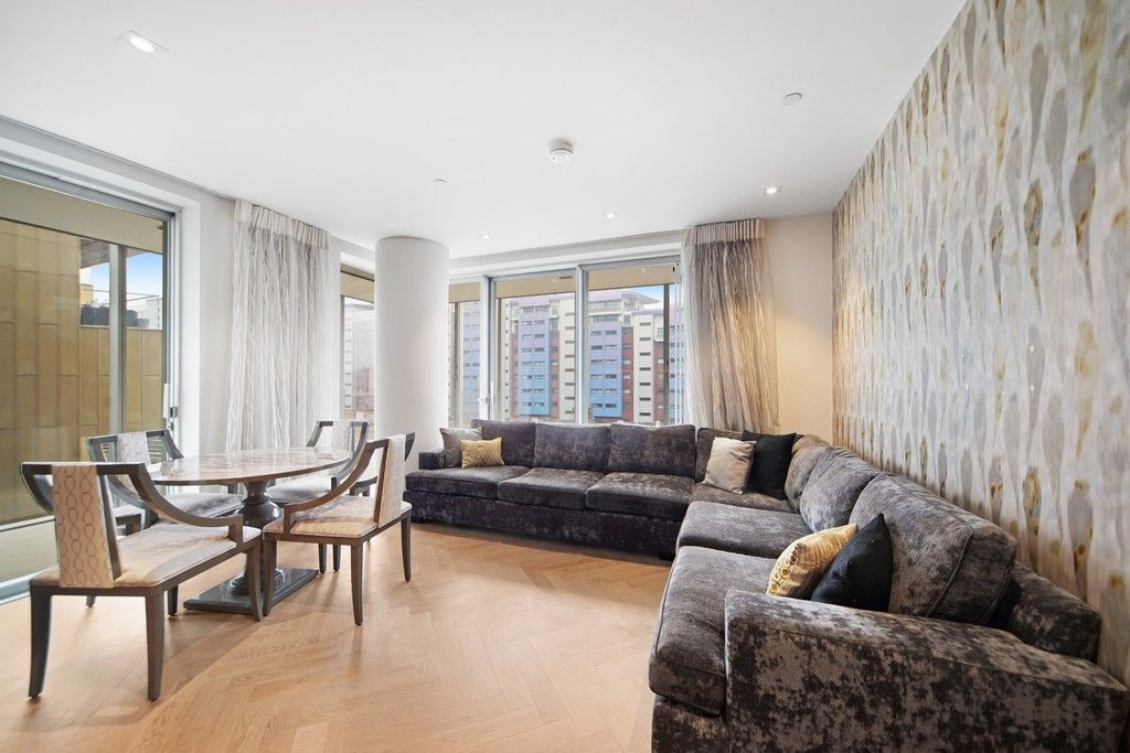 2 bed flat to rent in Circus Road West, Bessborough House, SW11