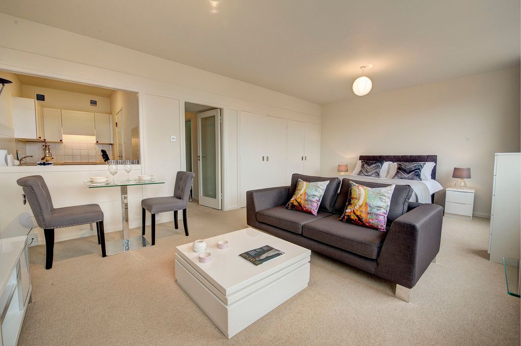 Flat to rent in Luke House 2