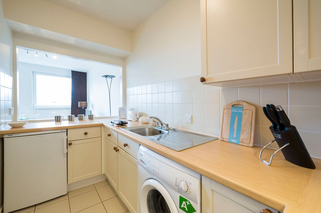 Flat to rent in Luke House 6