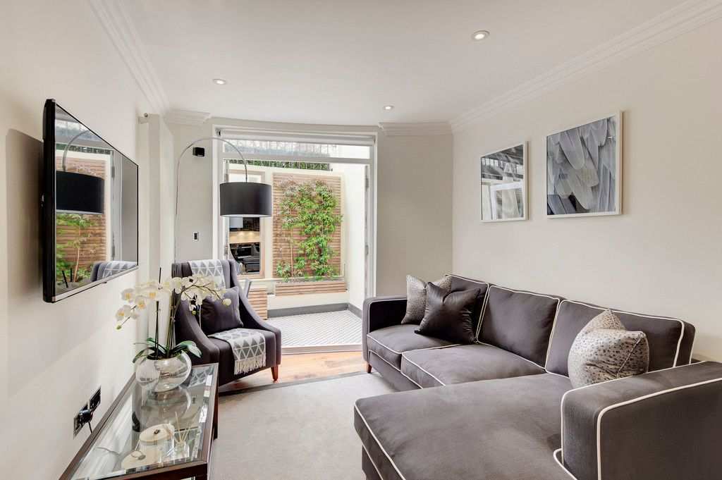 2 bed flat to rent in Garden House, W2