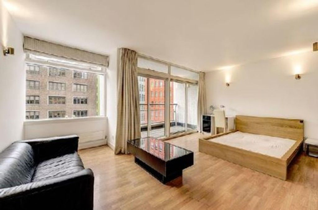 2 bed flat to rent in Centre Point House, WC2H