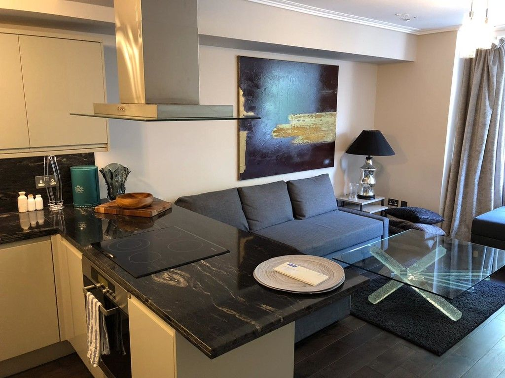 1 bed flat to rent in Porchester Place 5