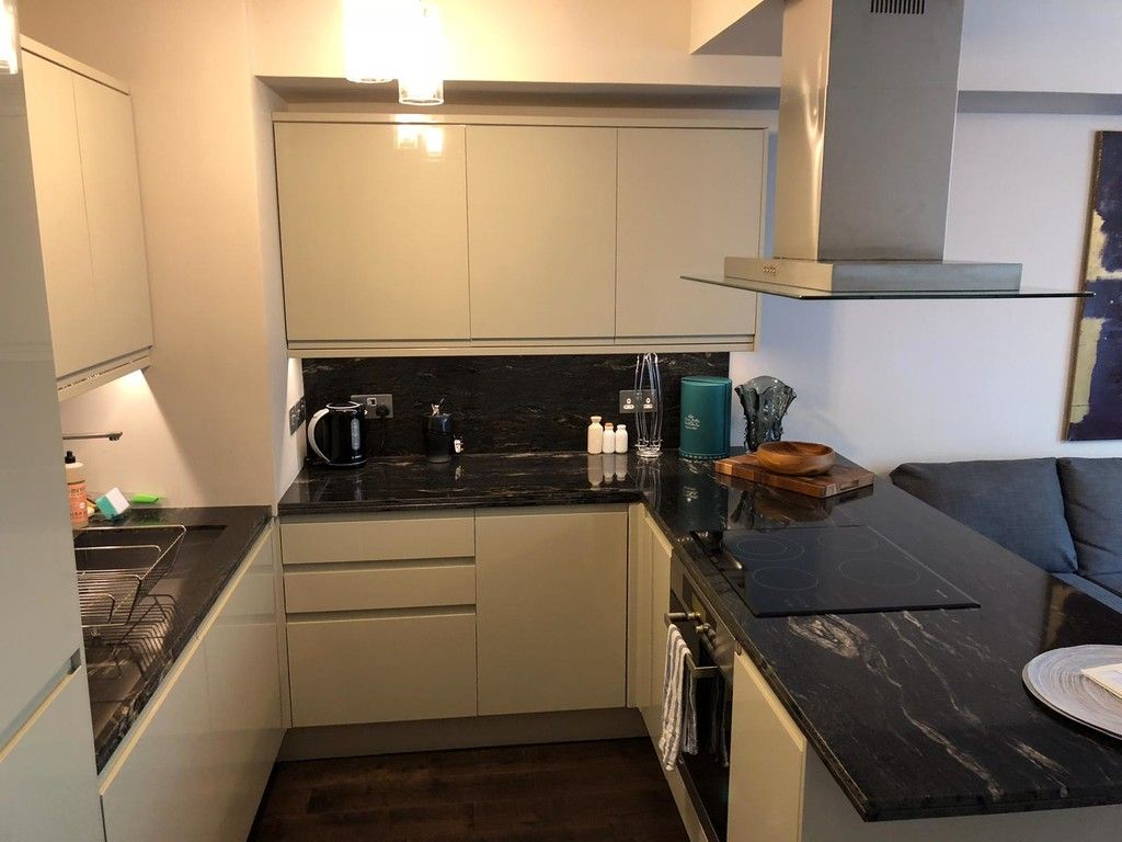1 bed flat to rent in Porchester Place 6