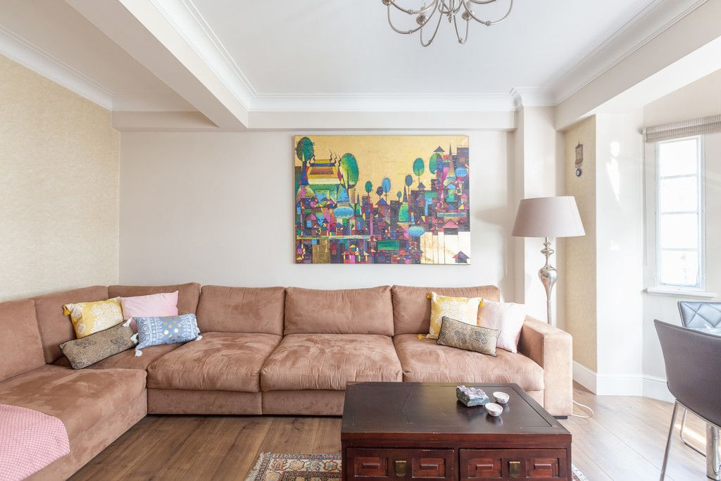 3 bed flat to rent in Wigmore Court, Wigmore Street  - Property Image 2