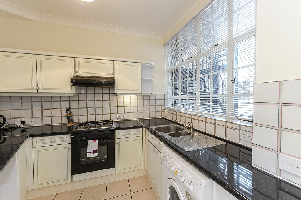 2 bed flat to rent in Strathmore Court 4