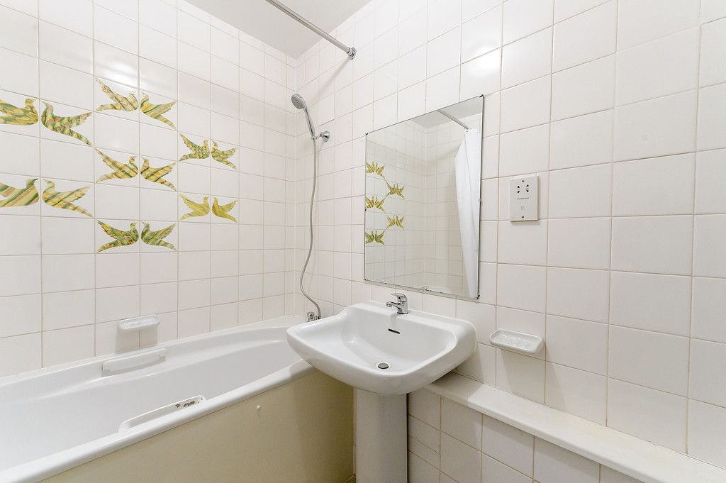 2 bed flat to rent in Strathmore Court 9