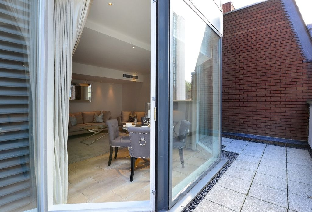 2 bed flat to rent in Imperial House, Young Street 15