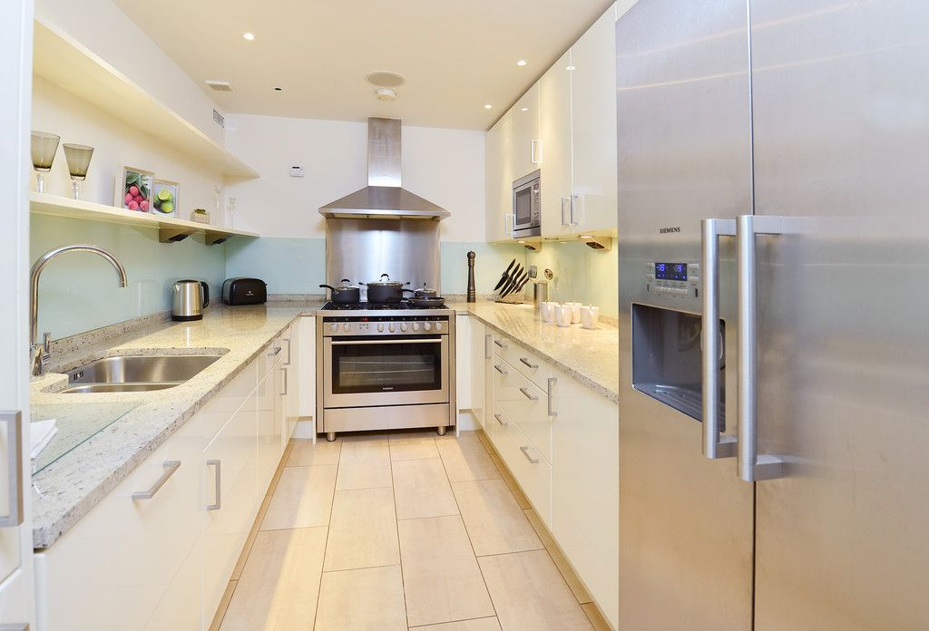 2 bed flat to rent in Imperial House, Young Street 5