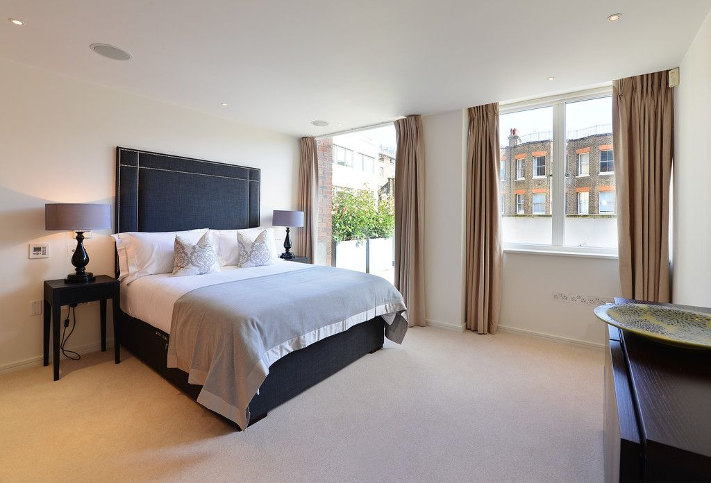 2 bed flat to rent in Imperial House, Young Street 8