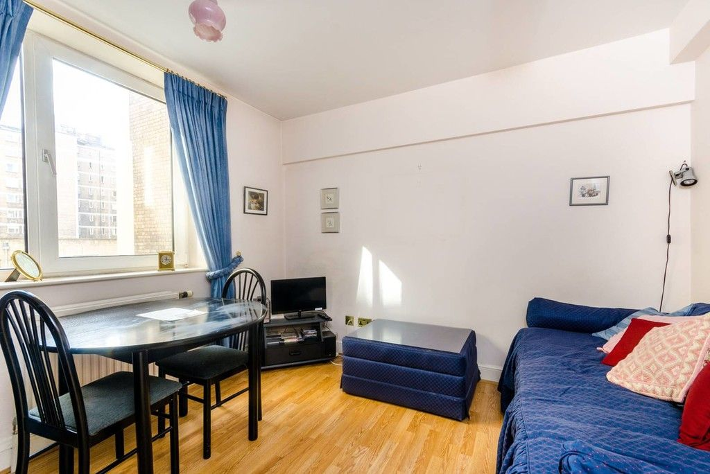 1 bed flat to rent in Chelsea Cloisters  - Property Image 1