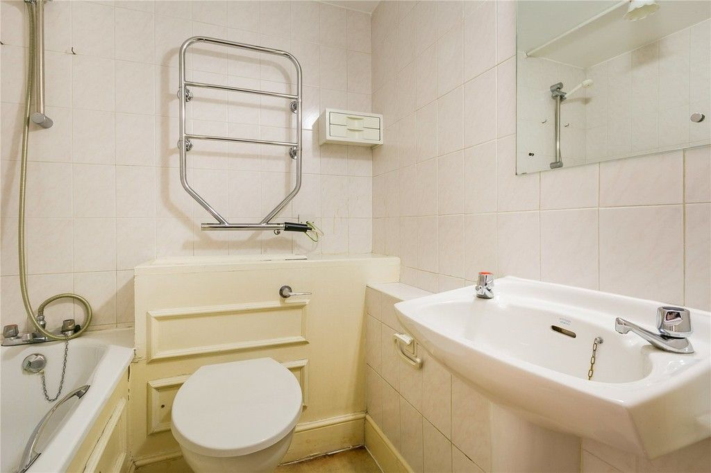 1 bed flat to rent in Chelsea Cloisters 5