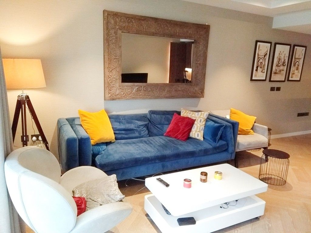 2 bed flat to rent in Pearce House, SW11