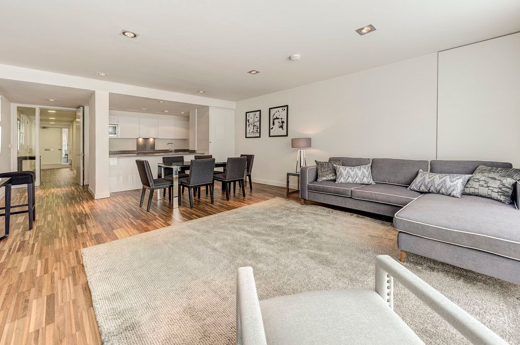 2 bed flat to rent in Fulham Road, SW3