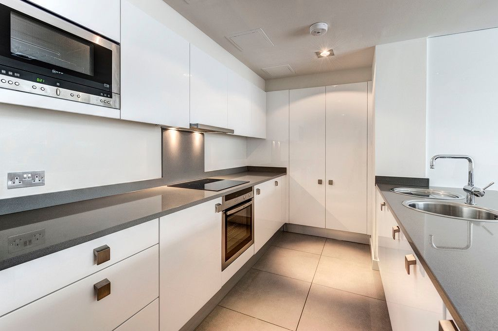 2 bed flat to rent in Fulham Road 4