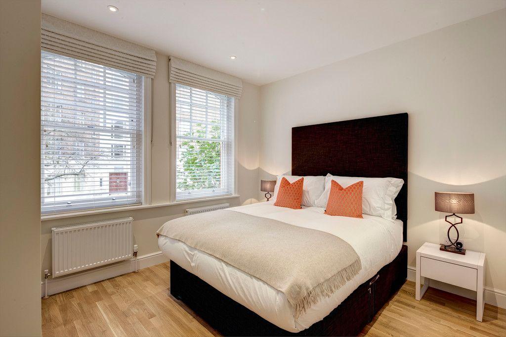 3 bed flat to rent in Hamlet Gardens 3
