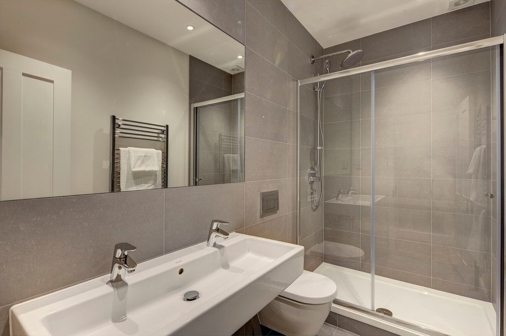 3 bed flat to rent in Hamlet Gardens  - Property Image 7