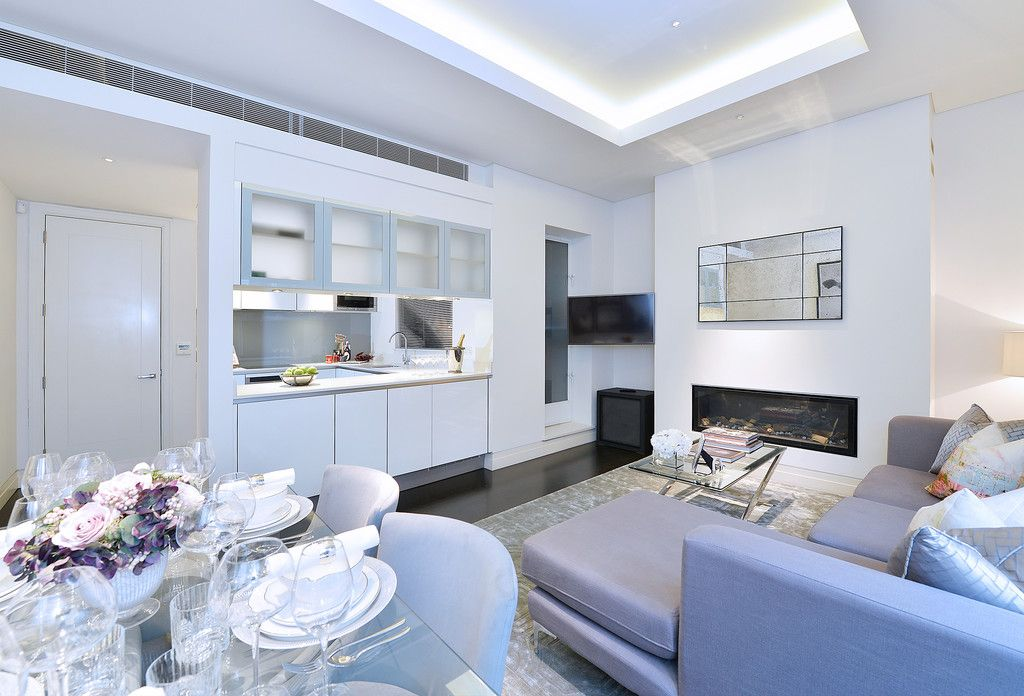 2 bed flat to rent in Green Street, W1K