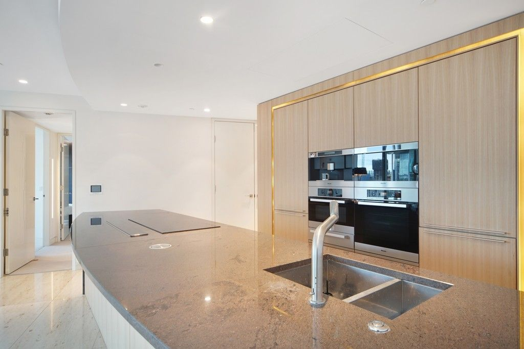 2 bed flat to rent in The Tower, St. George Wharf, London 5