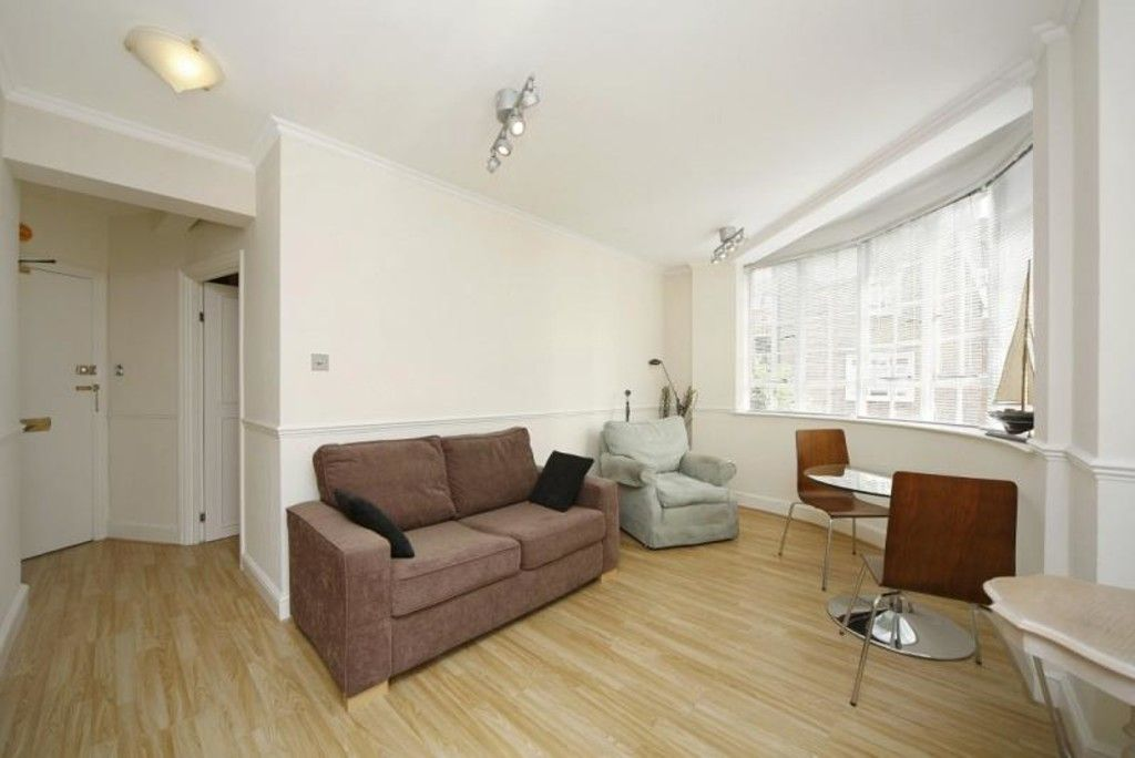 1 bed flat to rent in Chelsea Cloisters, SW3