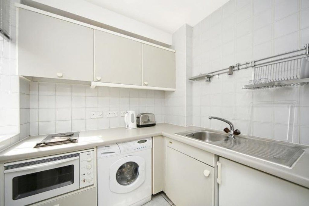 1 bed flat to rent in Chelsea Cloisters 4