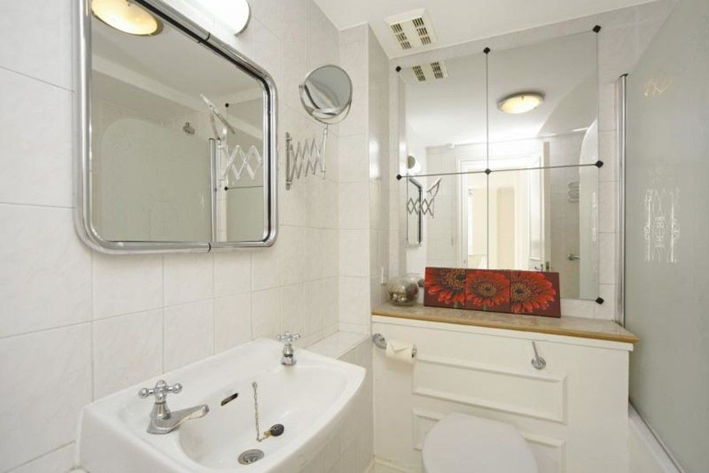 1 bed flat to rent in Chelsea Cloisters  - Property Image 5