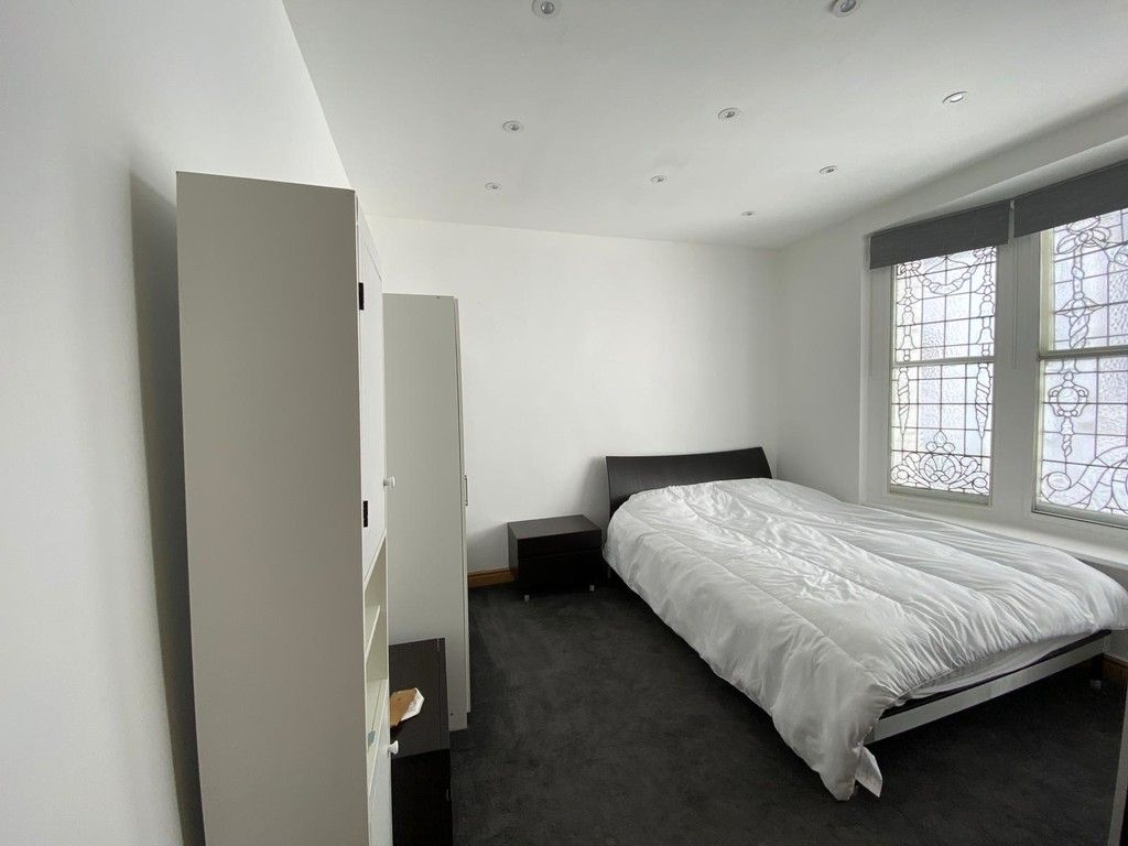 1 bed flat to rent in Mount Street, London  - Property Image 3
