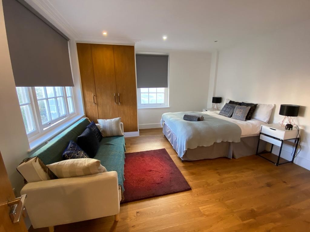 1 bed flat for sale in Forset Court, Edgware Road  - Property Image 3