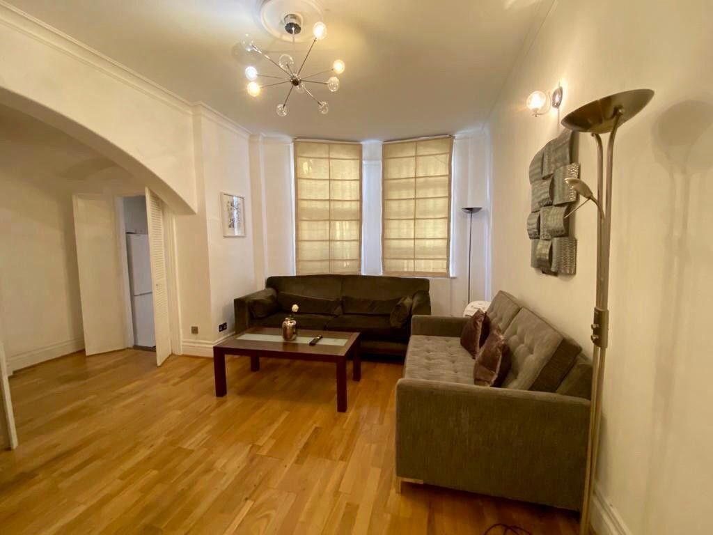 2 bed flat to rent in Kensington Court, London  2