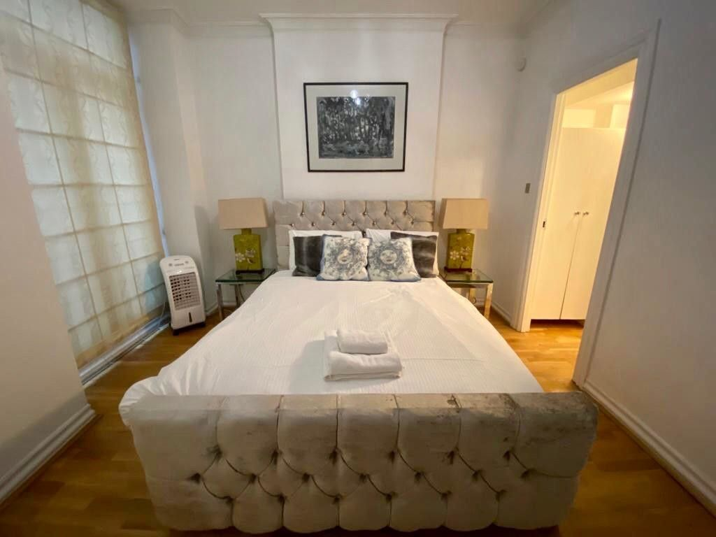2 bed flat to rent in Kensington Court, London  15