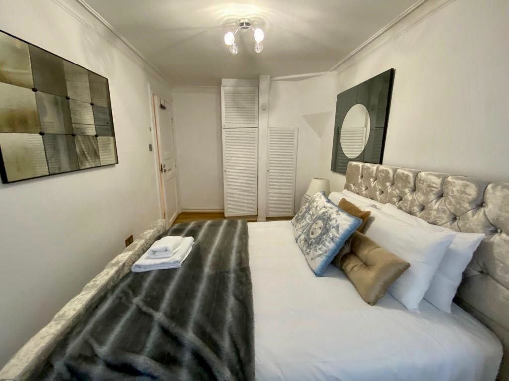 2 bed flat to rent in Kensington Court, London  18