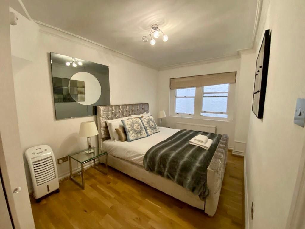 2 bed flat to rent in Kensington Court, London  21
