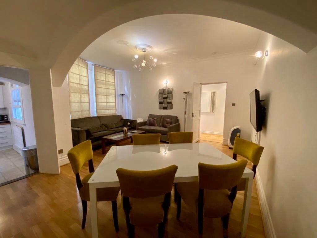 2 bed flat to rent in Kensington Court, London  5