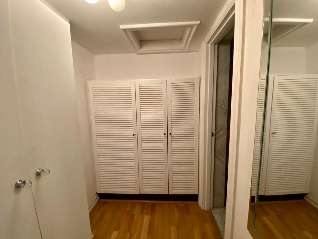 2 bed flat to rent in Kensington Court, London  8