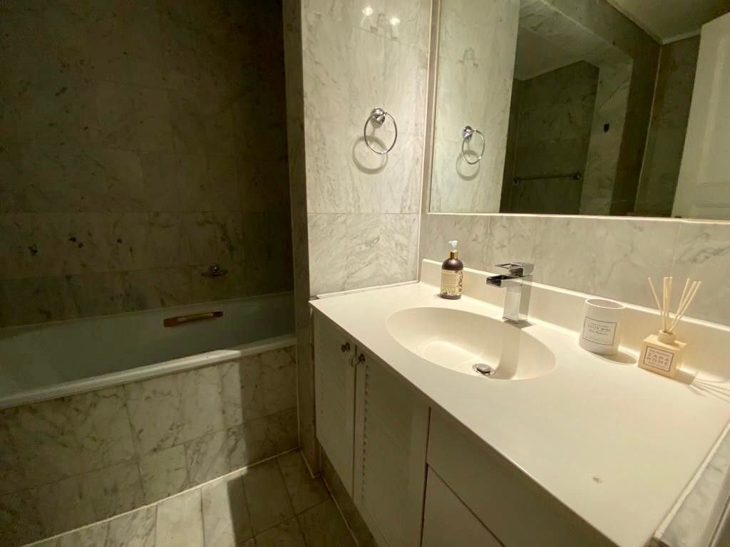 2 bed flat to rent in Kensington Court, London  9