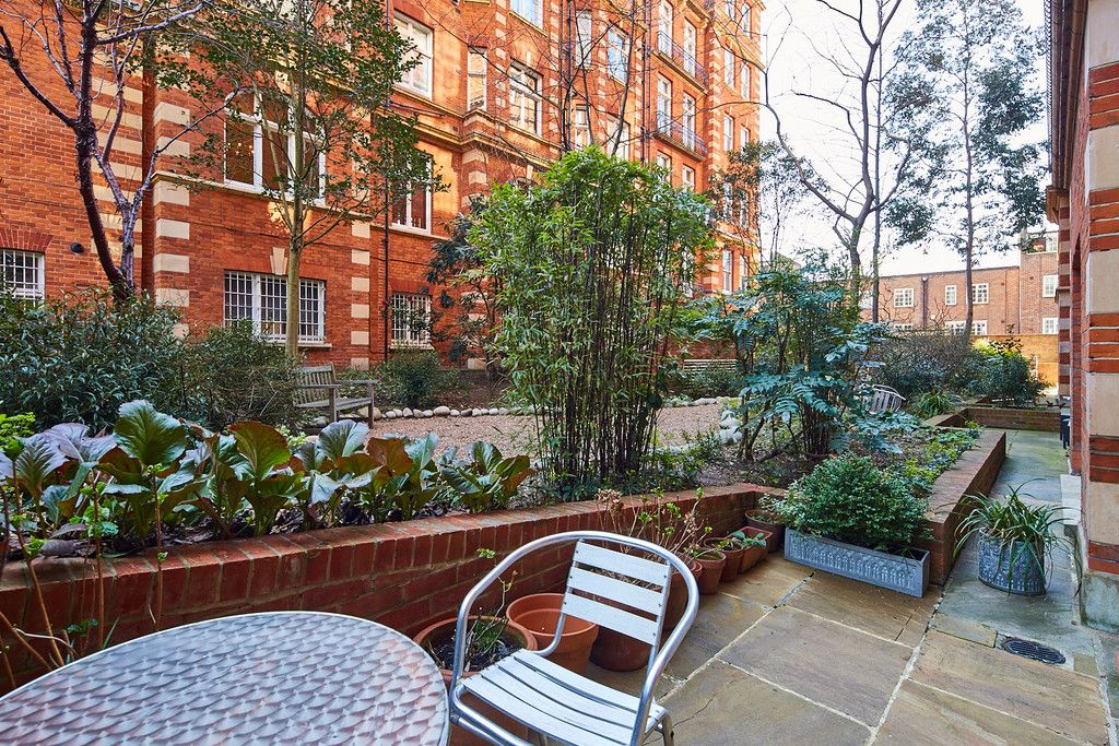 2 bed flat for sale in Clarendon Court 2