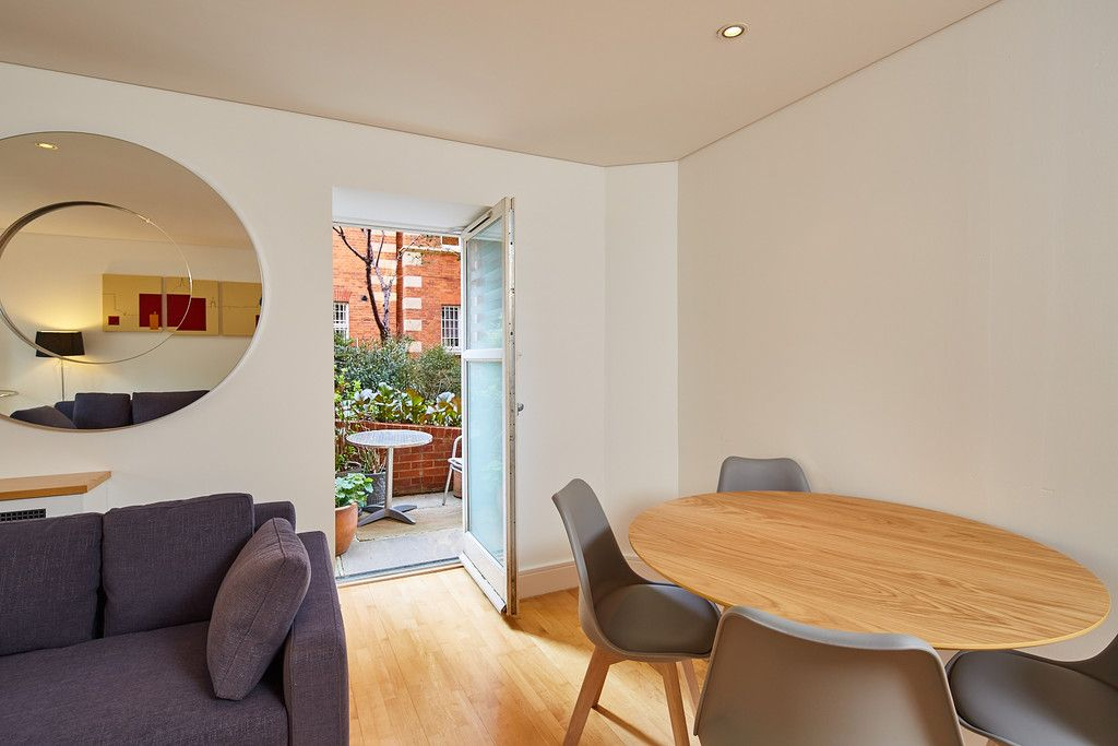 2 bed flat for sale in Clarendon Court 3