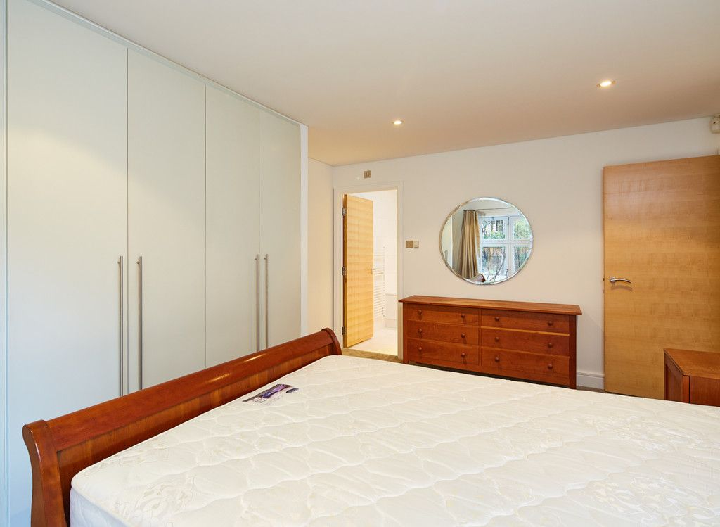 2 bed flat for sale in Clarendon Court  - Property Image 5