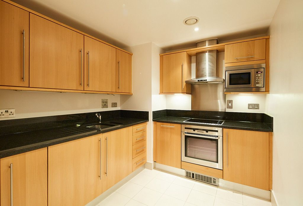 2 bed flat for sale in Clarendon Court 7