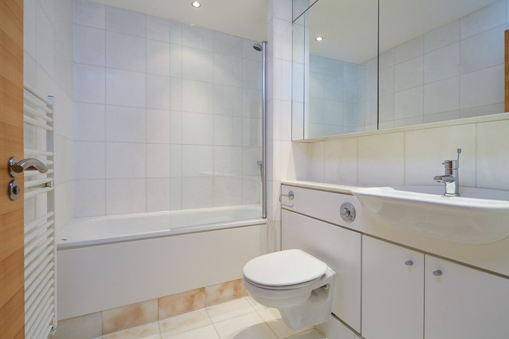 2 bed flat for sale in Clarendon Court 9