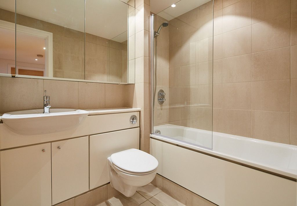 2 bed flat for sale in Clarendon Court 10