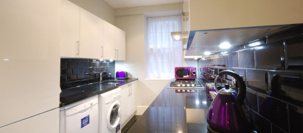 3 bed flat to rent in Seymour Street, London 3
