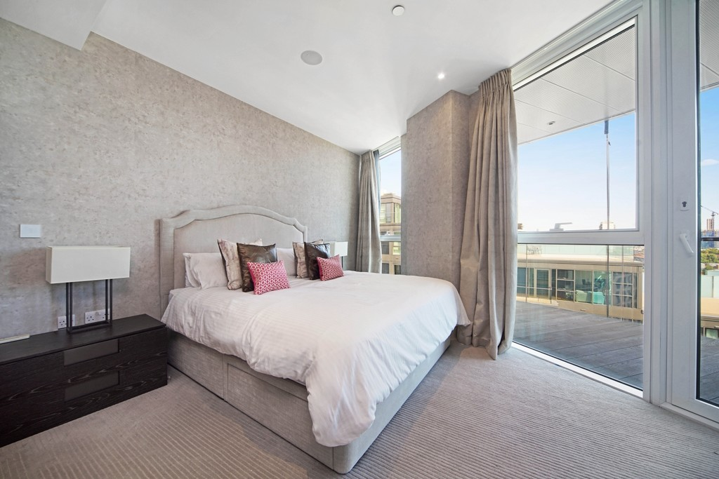 3 bed flat for sale in Pinnacle House, Battersea Reach 5