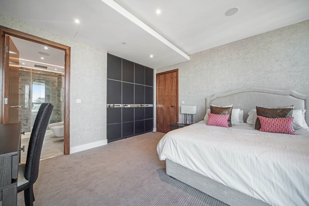 3 bed flat for sale in Pinnacle House, Battersea Reach 6