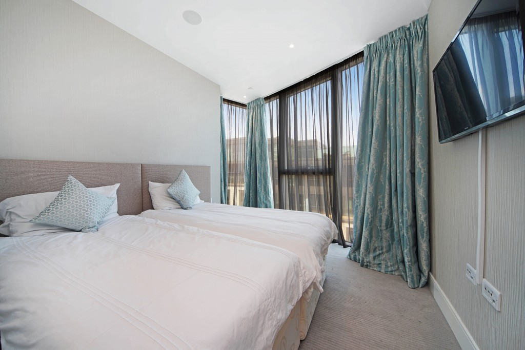 3 bed flat for sale in Pinnacle House, Battersea Reach 7